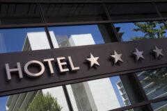 Odliczanie przez hotel VAT od wydatków na usługi noclegowe i gastronomiczne – nieprzemijająco możliwe