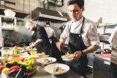 Bez kelnera nie ma usługi gastronomicznej – NSA rozwiewa wątpliwości